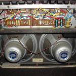 - Lampes NOS / neuves  - rectifieuse à lampe  - tremolo et Reverb  - Master volumemod  - caisse en bois solide (pas cagette / agloméré)