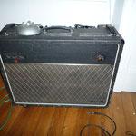 VOX AC30 reverb 1971 Anglais     Le son de U2, Radiohead, Noir Désir, Queen ...  Combo guitare 100% lampes 1996 étét neuf !  30 Watts mais gros rendement optimisation pro + HP et lampes de haut vol.
