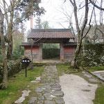 Akamon (red gate)