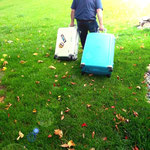 Die Koffer sind schwer und der Weg zum Ferienhaus steil...