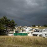 Regenbogen überm Campingplatz