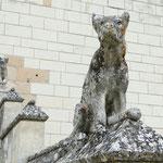 Steinerner Wächter vor der Kirche