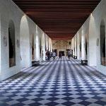 Die lange Galerie, die über die Indre (Nebenfluss der Loire) führt