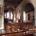 Im Inneren einer Kirche