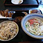 ジューシー・・・沖縄の炊き込みご飯を食べました!