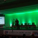 Thibault Aubert, Diretor da Spanner Re2 fazendo sua palestra sobre a tecnologia de gaseificação da madeira.