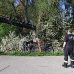 Fahrzeug wird im Wald versteckt *Übung*