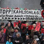 Demo vor dem Regierungsgebäude. Foto Barbara Saladin