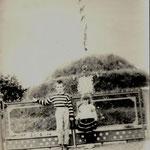 Такий вигляд мала могила УПА 90 роки , колишнє місце Німецької кірхи. This look was grave UPA 90 years , the former seat of the German church .