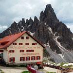 die dazugehörige Hütte: Rifugio Lucatelli, Dreizinnenhütte