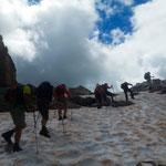 """sieht aus wie eine Himalaya-Expedition, ist aber """"nur"""" der Aufstieg zum Pass Formin"""
