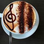 Dekoration eines Cappuccinos
