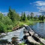 kleiner See namens Vollsdammen,  zwischen Fefor und Gålå gelegen, mit schönem Wasserabfluss