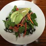 lecker Salat mit Avocado