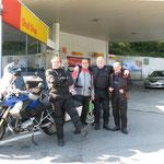 Tankstopp gleich nach der Grenze zur Schweiz