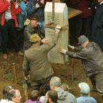 Am Schönwappenweg bei Lauenhain wurde 1994 gemeinsam mit Schülern aus Thüringen und Bayern an der bayerischthüringischen Landesgrenze ein neuer Wappenstein gesetzt. Das ist lebendiger Geschichtsunterricht vor Ort.