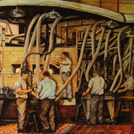 Maschinenglasmacher im 20. Jahrhundert an sogenannten Halbautomaten. Das Blasen und Ausformen der Gläser erfolgt durch Zuleitung von Luft und mittels Formen, die Schläuche dienten zur Abkühlung.