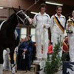 Das Doppel mit Pferd Danielus und Longenführerin Agnes bei der Siegerehrung