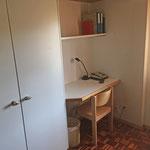 Das Leiterzimmer verfügt über ein kleines Pult