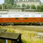 118 767 entgleiste in Belzig am 17.07.1986. Im Hintergrund der E-Zug Berlin nach Aschersleben.