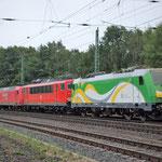 Zuglok 145 029 mit 155 253 und 583 011 als Wagen im Zugverband am 22.07.2011 bei der Durchfahrt durch Bad Belzig
