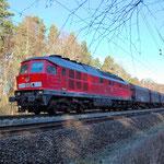 233 572 in Richtung Wiesenburg am 11.01.2014. Ein Großdiesel unter Fahrdraht sieht man auf der KBS 207 selten.