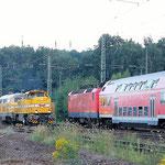 Wiebe G1700 und 216 012 begegnen RE7 mit 143 827 am 10.08.2007