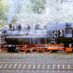 64 007 befindet sich am Schluss des Sonderzuges nach Wustermark am 12.10.1985