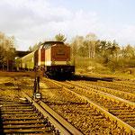 110 410 mit Personenzug au den 80iger Jahren an km 34,8 Diese Züge prägten lange Jahre das Bild des Reiseverkehrs auf der KBS 209