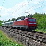 120 148 schiebt einen umgeleiteten IC Richtung Dessau – 24.07.2015