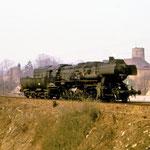 52 8161 kommt Lz aus Rosslau am  km 65,6 nach Brandenburg an mir vorbei gerollt. Die Stelle ist heute zugewachsen. Das Bild wurde den frühen 80er Jahre aufgenommen.