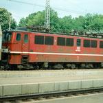Die Nahverkehrszüge wurden 1994 mit der BR 109 bespannt – hier 109 028