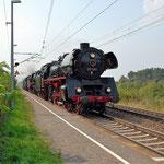03 1010 mit 50 3708 und 95 1027 auf den Weg nach Berlin Schöneweide zur Fahrzeugausstellung am 30.08.2013 in Baitz