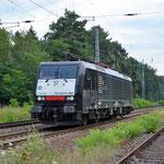 Eine ex DB BR 189 – sie wurde an MRCE verkauft ES 64 F4-995 Borkheide km 43,8 am 25.07.2015