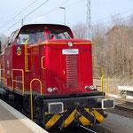 Manni hat durchfahrt in Bad Belzig am 10.03.2011. 365 601 von AVL ist wegen Brandschaden abgestellt.