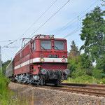 Holzroller 211 030 mit einen Sonderzug zur Ostsee am 23.07.2016