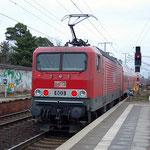 DB Regio Berlin hat den Engpass von Lokomotiven durch Anmietung von 143er der MEG kompensiert. MEG 606 (143 864) mit RE 7 am 20.01.2011