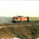 Vor der Elektrifizierung der Strecke wurde der Personenverkehr mit Der BR 110 b.z.w.112 und Pghw –Wagen durchgeführt. 112 598 Belzig km 64,2