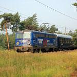 Nur wenige Tage fuhr der privat betriebene Nachtzug Von Stuttgart nach Berlin über Potsdam. Am 04.07.2009 habe ich ihn an km 57,2 bei Baitz um 07:13 Uhr aufgenommen – Lok 1042 520
