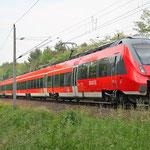 Die BR 442 hat den Kompletten Nahverkehr auf dieser Strecke übernommen. 442 633 km 67,0 am 13.06.2015