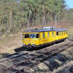 Am 28.03.2017 passierte der Gleismesszug 726 002 mit 725 002 die Blockstelle.
