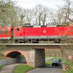 143 569 auf der Brücke über die Straße nach Bergholz am 05.04.2014