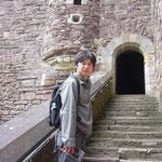 中庭に入ると階段があって、そこから城へ入る。