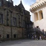 この町はエディンバラやグラスゴーよりもスコットランド史上、大切な古都だとか。 ここはスターリング城の中庭。