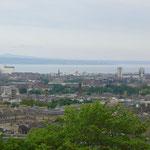 リース港が見渡せます。 画面中央少し上に小さく見えるオレンジの煙突 が「にっぽん丸」