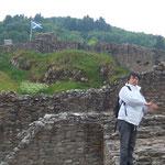すっかり破壊されているこの城。この場所は調理場だったそうです。  しっかし寒い!!