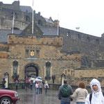 エディンバラ城へ。雨が降ってきた。