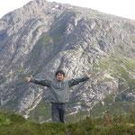 山を背にそびえ立ち・・・ 圧巻でしたよ。