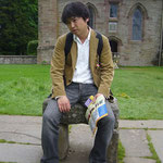 これがその石。座っちゃいました。(ちなみにレプリカです。念のため) 運命に疲れた人というテーマです。