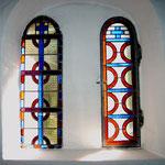 Buntglasfenster der Waldkapelle in Neuwühren